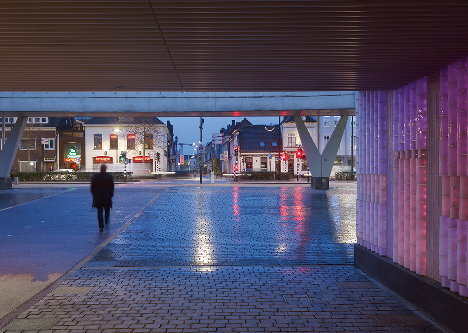 At the Willem II passage in Tilburg, the illuminated, interactive wall creates a safe route to a developing, post-industrial part of the city.