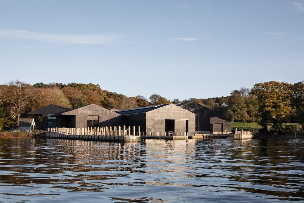A water source heat pump is hidden under one of the jetties, allowing the museum to avoid directly using fossil fuels.