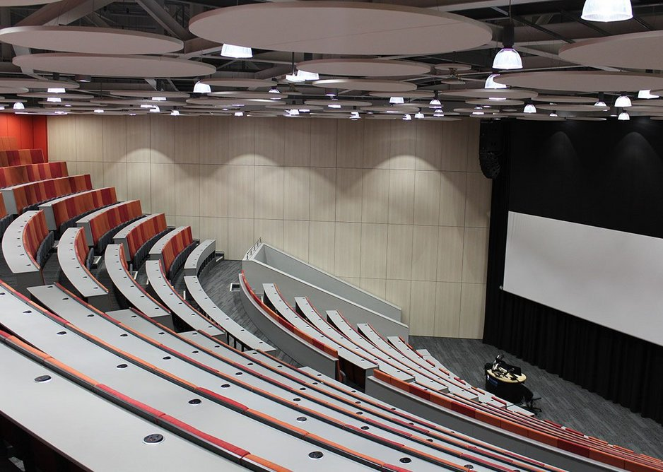 Lectures can run concurrently either side of the divided wall thanks to exceptional acoustic performance.