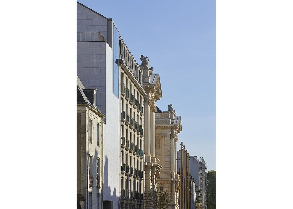 View of the new administration and archive building and main entrance from Rue Georges Clemenceau.