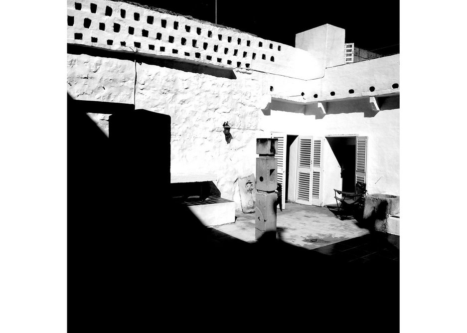 House courtyard with its sculptures and pigeonholes.