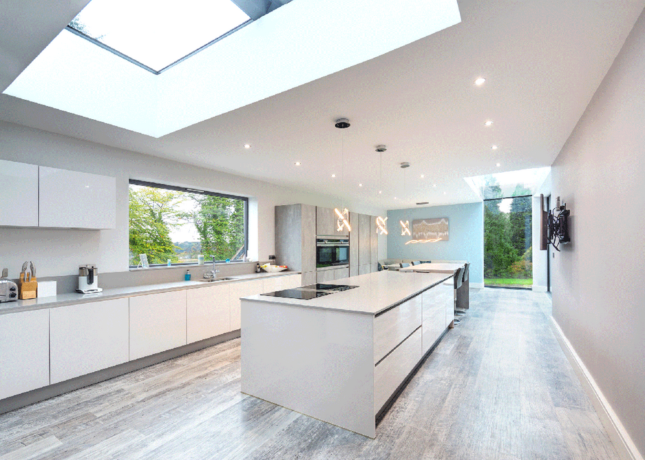 The Glazing Vision Sliding Over Fixed unit does not require additional space beyond the aperture - ideal if roof space is limited.