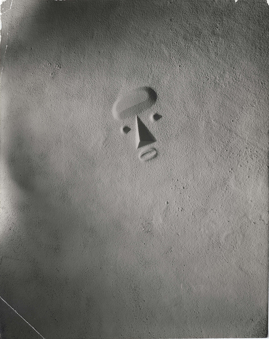 Isamu Noguchi, Sculpture To Be Seen From Mars, 1947. Photograph by Soichi Sunami The Noguchi Museum Archives, 01646 ©INFGM / ARS – DACS