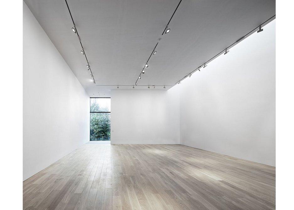 Landscape gallery empty.
