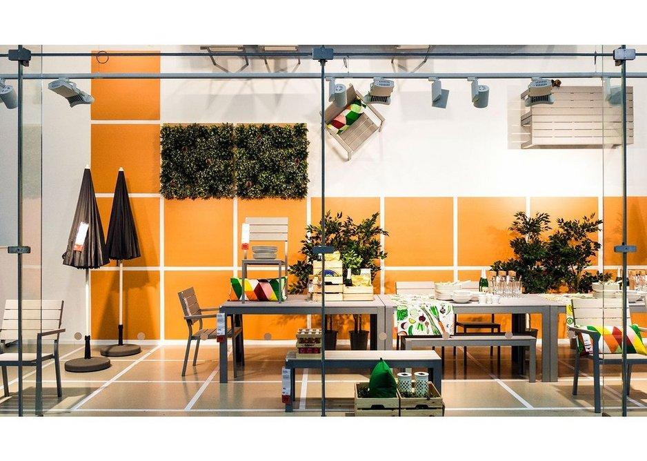 IKEA storefont, Mons, Belgium with Guardian Clarity anti-reflective glass façade