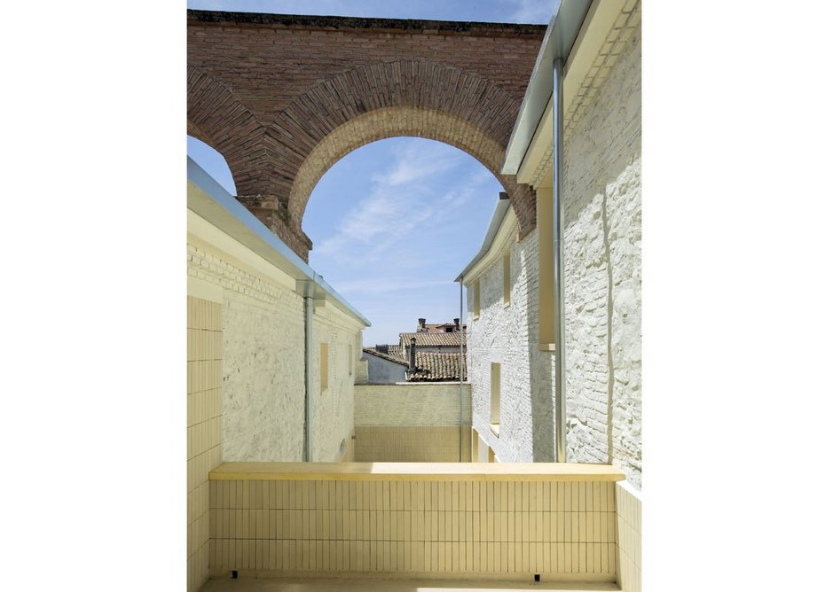 Two homes in Oropesa by Paredes Pedrosa Arquitectos