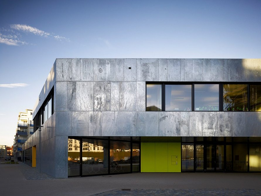 Karlsruhe School, Germany, uses galvanized steel as the primary cladding material.
