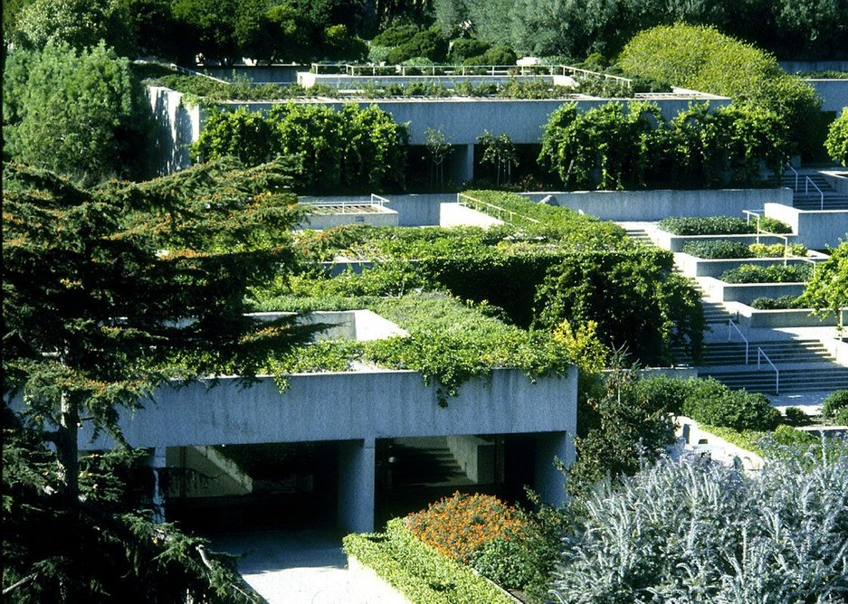 Oakland Museum had a pioneering terraced green roofscape. Credit: KRJDA