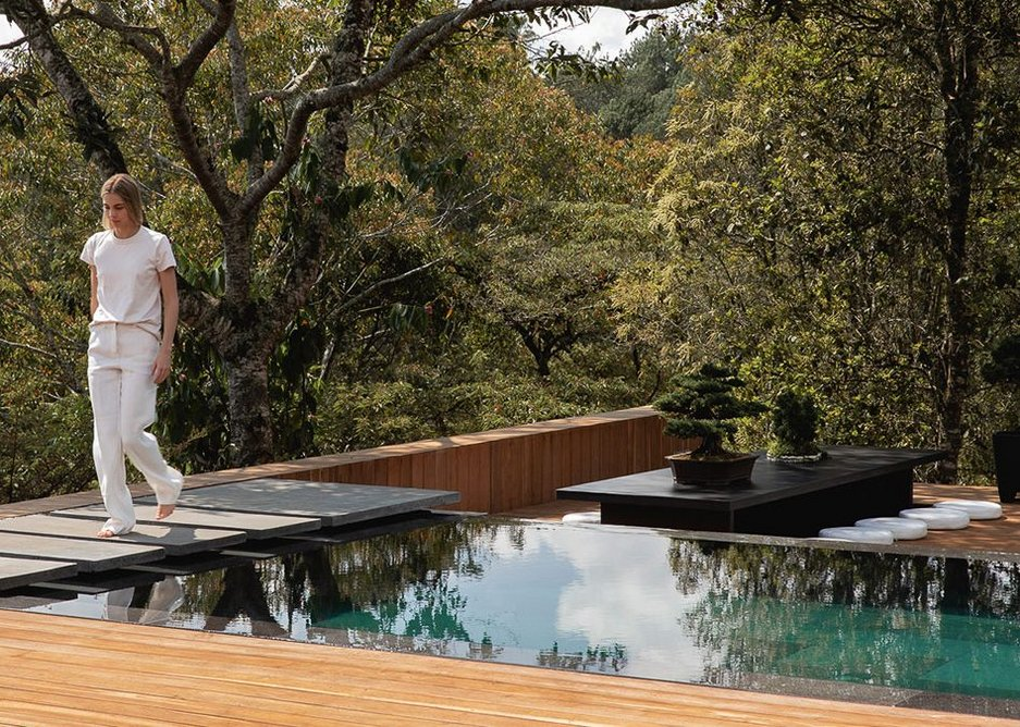 The design blurs the boundary between garden and surrounding countryside.