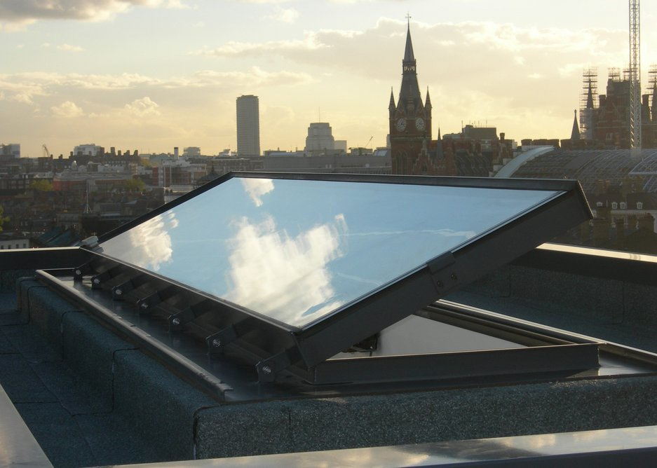 The Conservation Plateau is the only flat rooflight designed specifically for heritage buildings. It features an authentic skirt design.