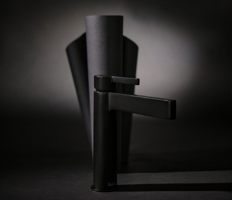 Paradox Short bathroom washbasin mixer tap in Black: Pleasing curves with an angular profile.