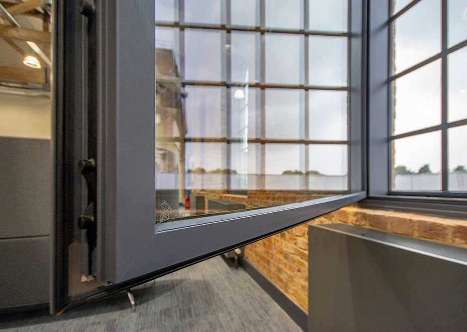 For enhanced security, Granada's range of hinged units incorporate multi-point locking. The multi-point locking system securely locks the panel in place while the integrated Q-lon seals provide enhanced thermal and acoustic performance.