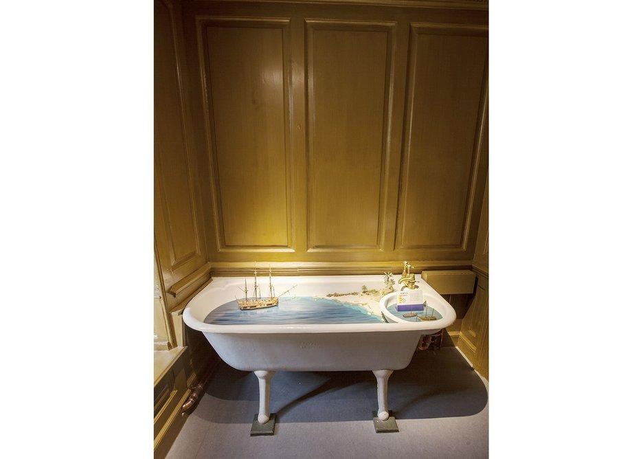 Diorama in bath photo NT.