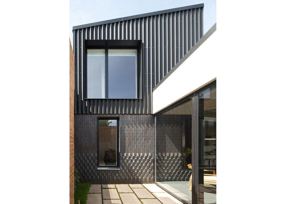 Courtyard house by Dallas Pierce Quintero.
