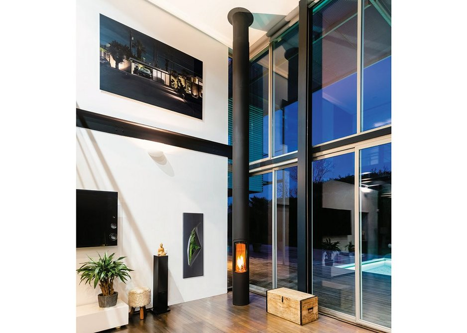 The Slimfocus fireplace is available with optional fixed base or pivoting.