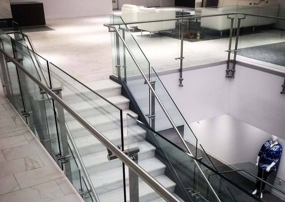 All HDI handrails feature the highest quality stainless steel – AISI 304 or 316 provides the perfect application for any environment.