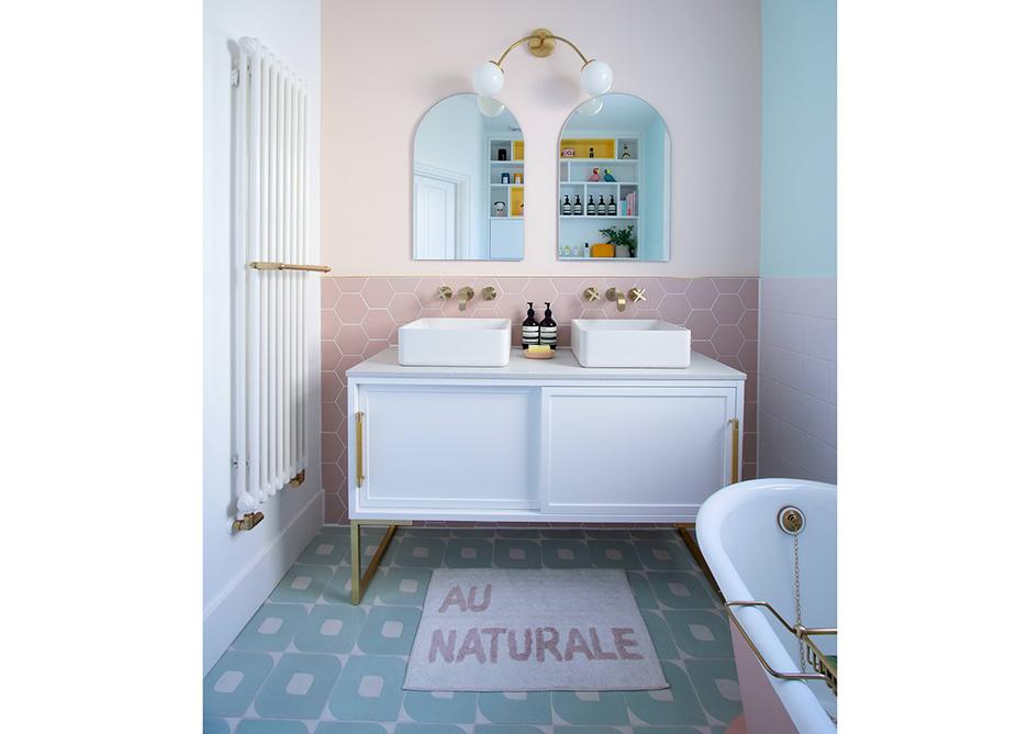 Bathroom with quartz vanity top in Caesarstone 4601 Frozen Terra.