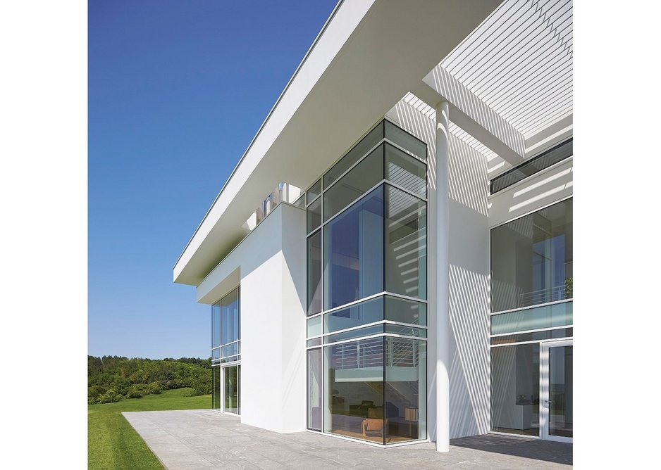Glass to glass corners were achieved within an installation of near zero tolerances.