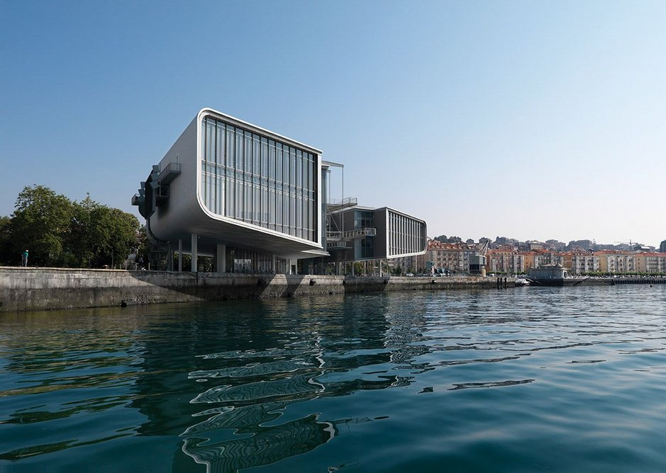 The Centro Botín has been designed to deal with its maritime location.