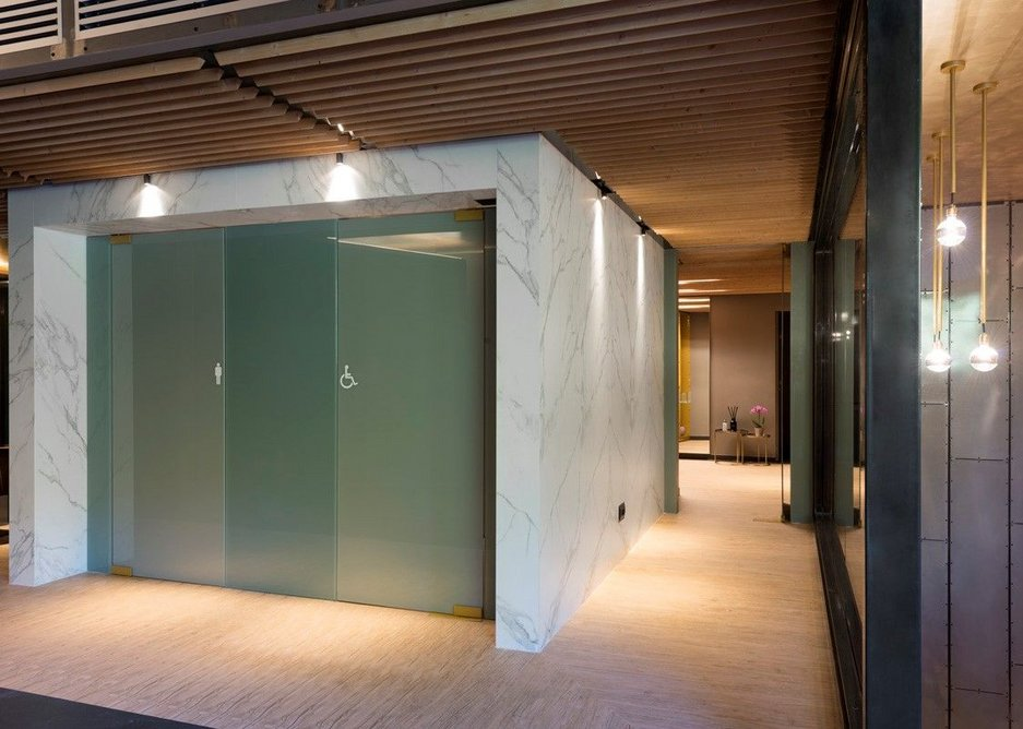 Rest room floor in Neolith La Boheme with wall cladding in Calacatta.