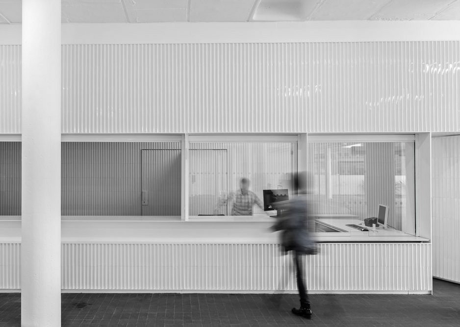 Winner of the Interior Design category at the Tile of Spain Awards 2019: The waiting room areas inside the platforms of a bus station in Badajoz by José María Sánchez García.