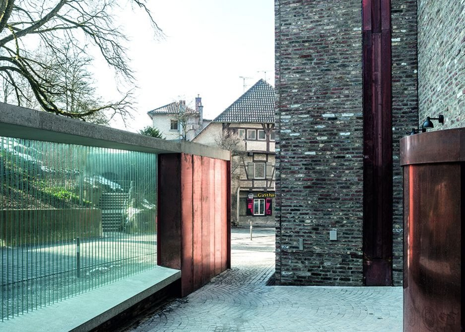 The entrance courtyard, separated from the road by plexiglass fins, is a good place to view the open copper gutters.