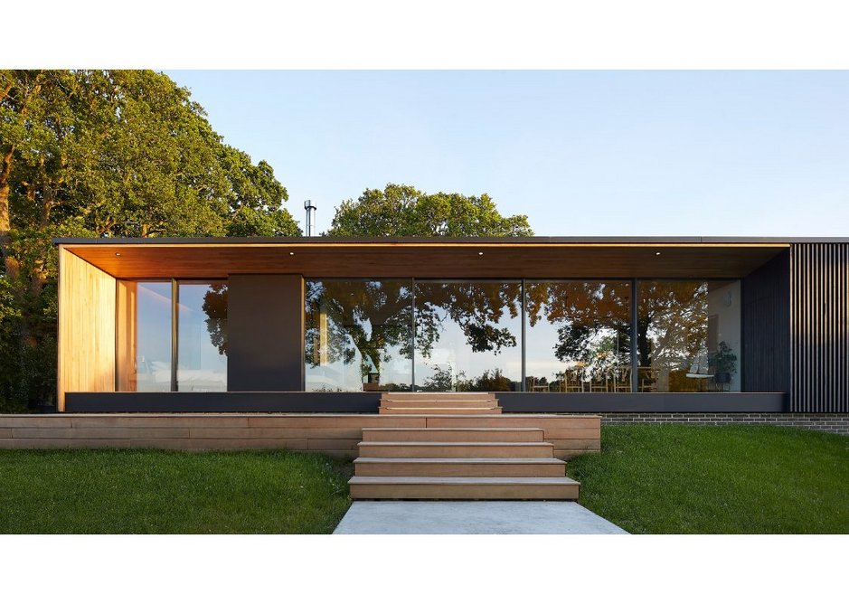 The design is low in profile and a single storey rectilinear form that contains the main living and dining area with a bedroom wing leading off it.