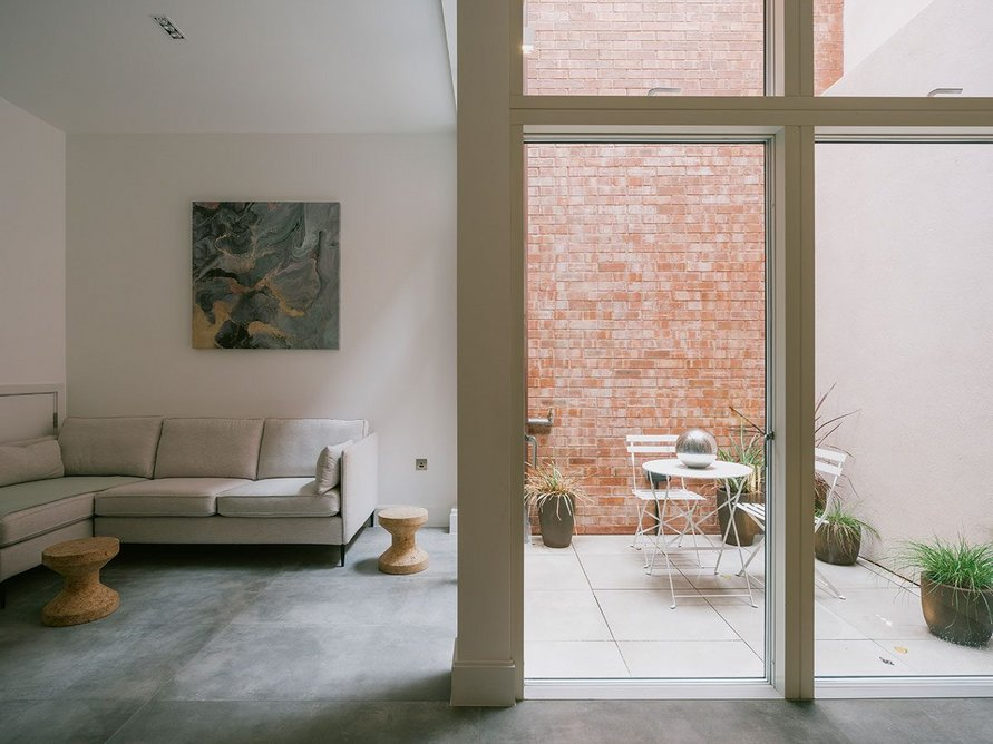 Living space and 10m² courtyard in more typical house.