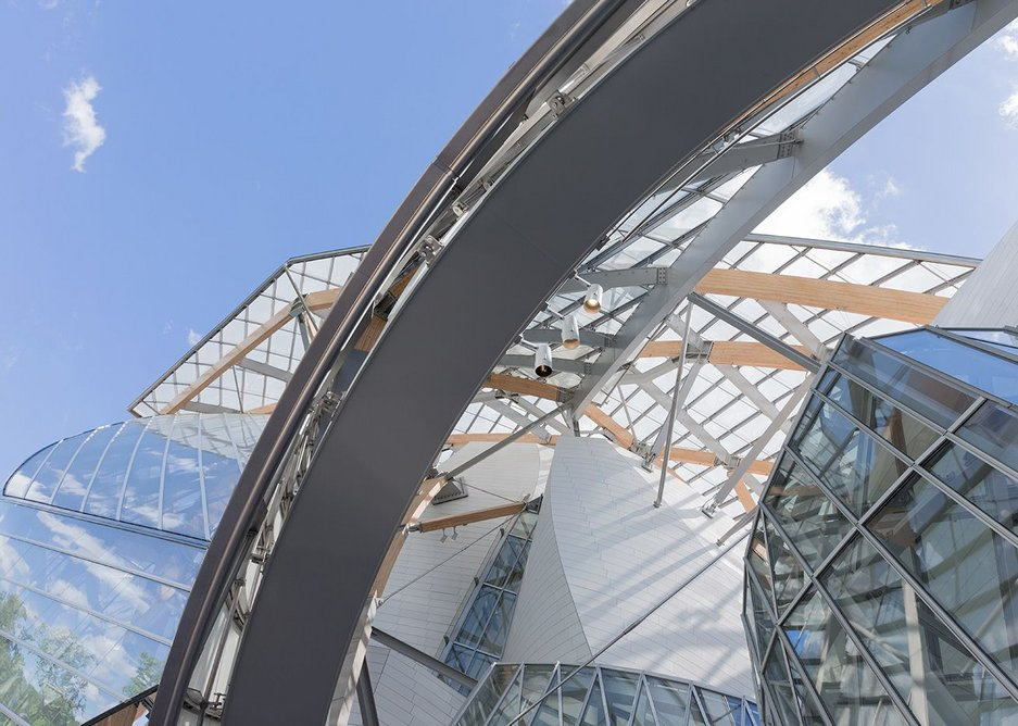 The second skin of the Fondation Louis Vuitton, seen from the interstitial spce Between the building and the skin.