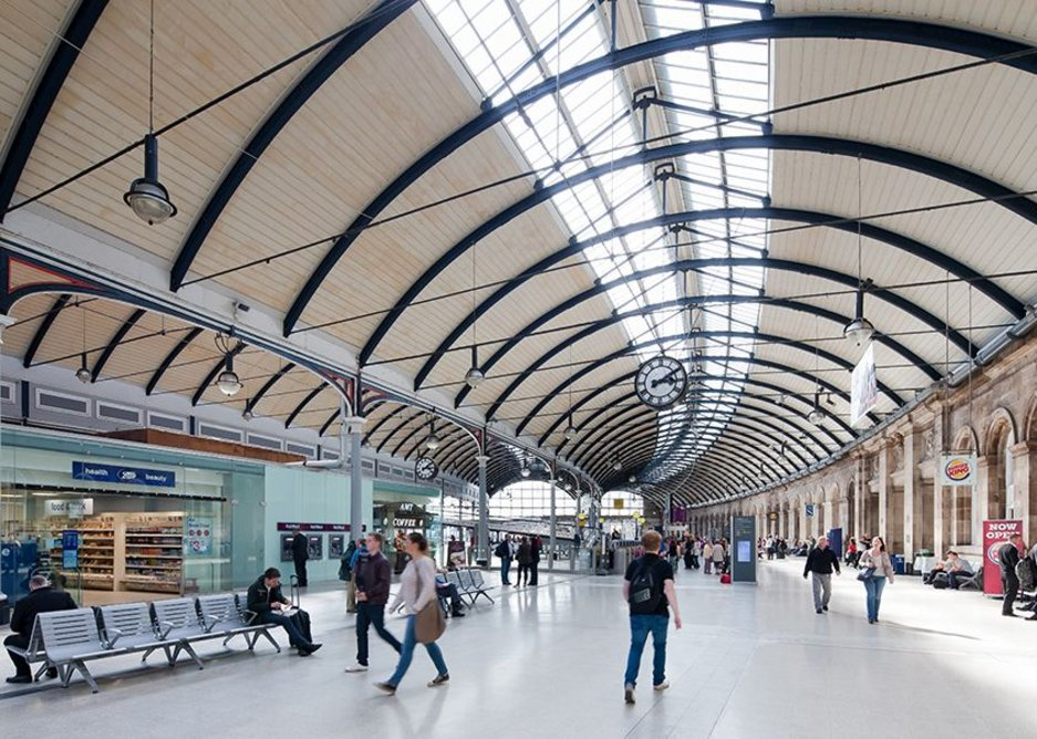 A clearer view of the concourse and its architecture.