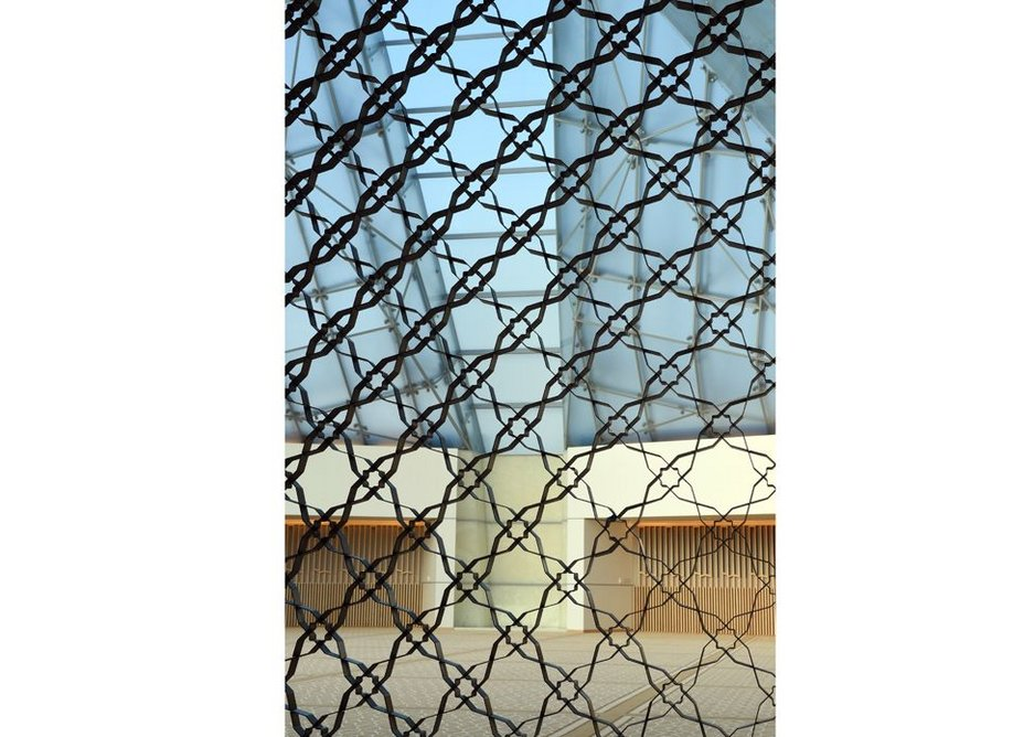 A screen made from ribbons of steel separates the anteroom from the prayer hall.  It repeats an 8 sided pattern exhibiting a geometric tool used by Muslim artists to create order and rhythm for contemplation.