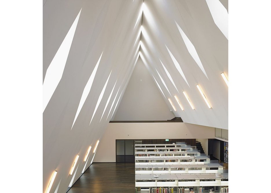 Quite some space – the libary beneath the roof.