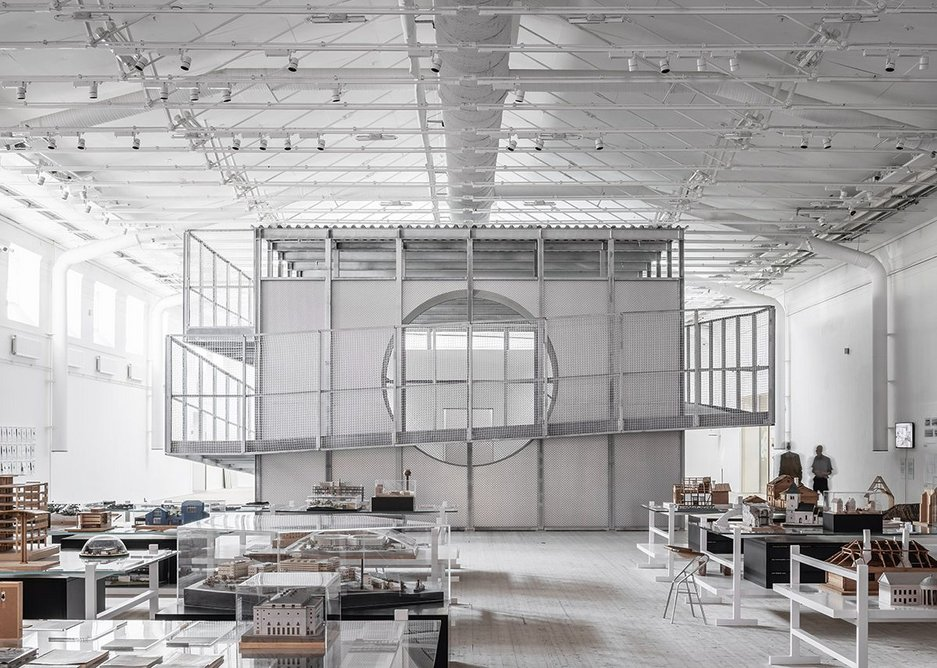 Under the roof of a military exercise hall in Stockholm the gallery sits as a standalone object. The box structure is a bridge from one historic foundation to another.
