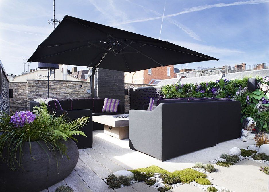 The roof terrace provides a space for retreat or entertainment, with Flushglaze walk-on rooflights engineered to withstand foot traffic and furniture