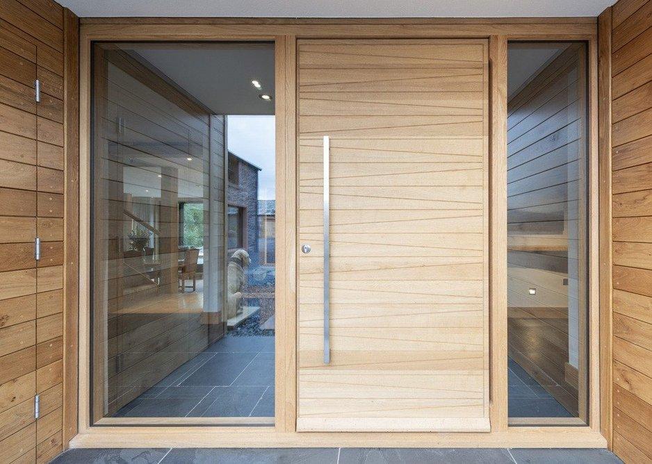 Milano pivot door in European Oak with Option 11 handle.