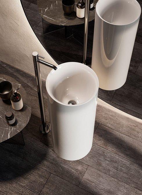 The RAK-Petit space-saving, deep-based washbasin can be installed freestanding.