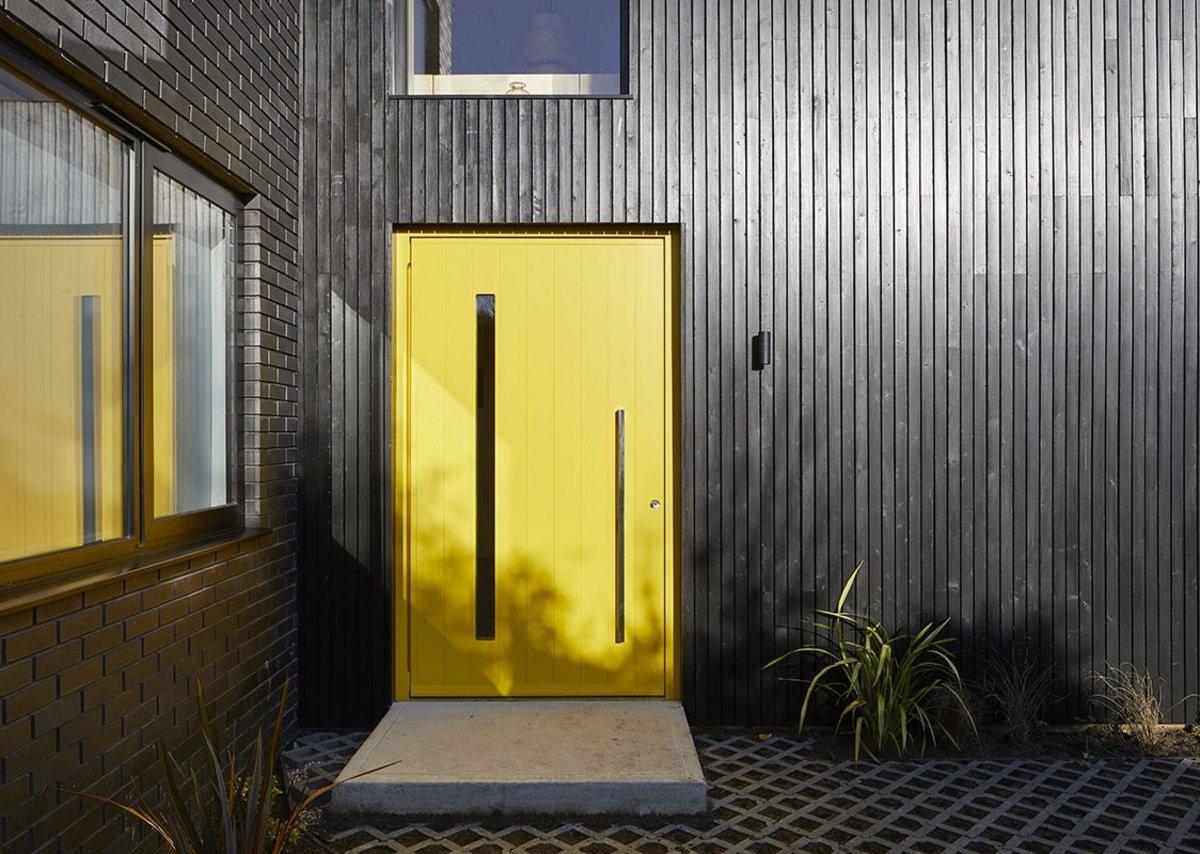 Terano E80 pivot doorset in painted yellow RAL 1021.