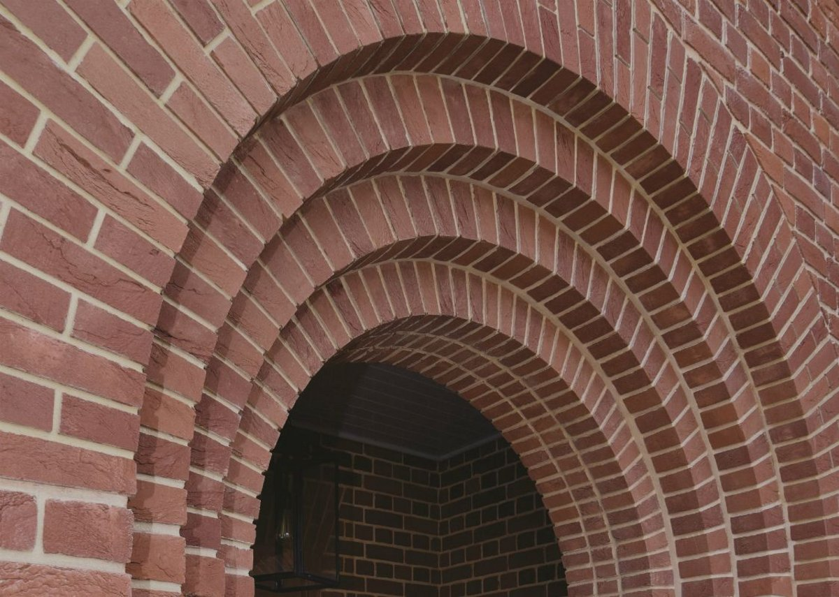 Get the lintel right and the rest will follow: IG Brick Slip Feature Lintel in situ.