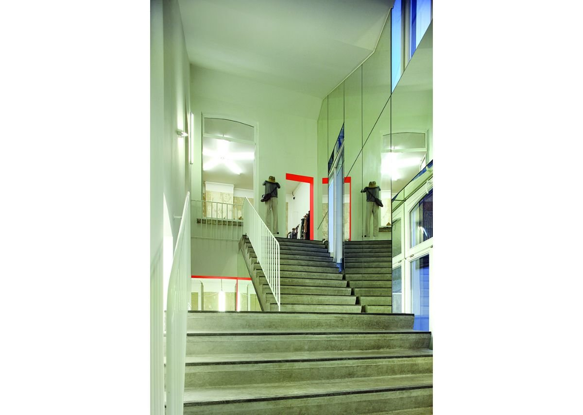 The new rear stair meets escape guidance and connects the old building to itself in a new way. Its ceiling forms an external access staircase.