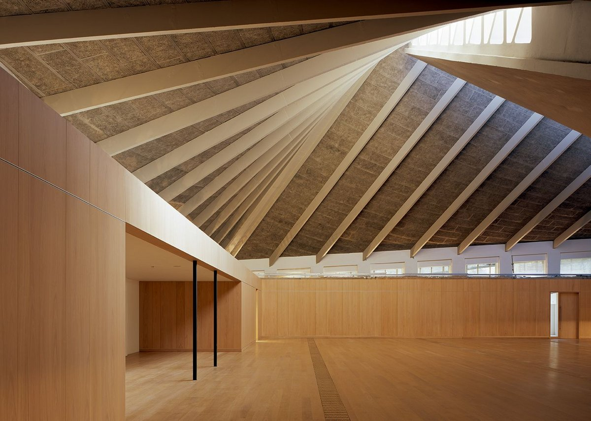 Orthogonal, meet swoopy - Pawson's oak-lined top floor celebrates the original Commonwealth Institute roof.