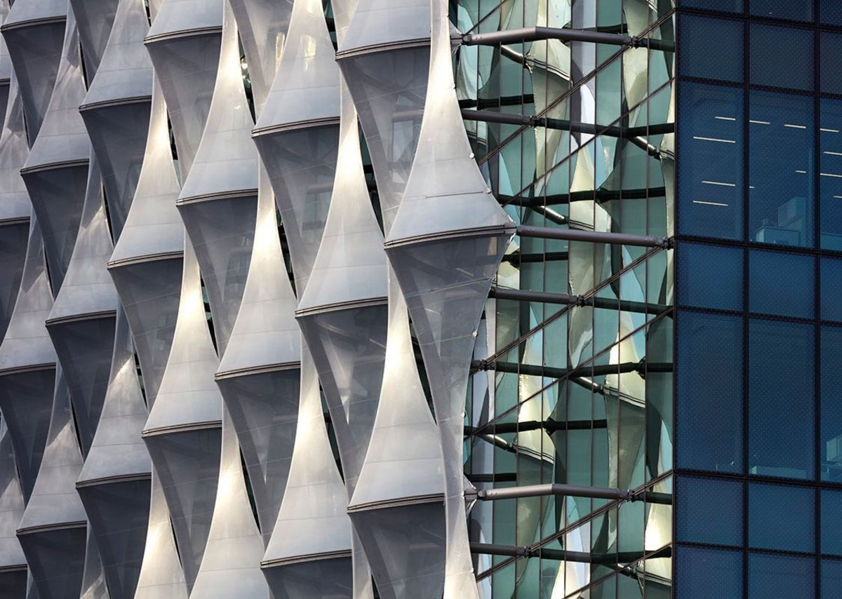 Solar shading is also a shield against prying eyes, but achieves a sculptural quality.
