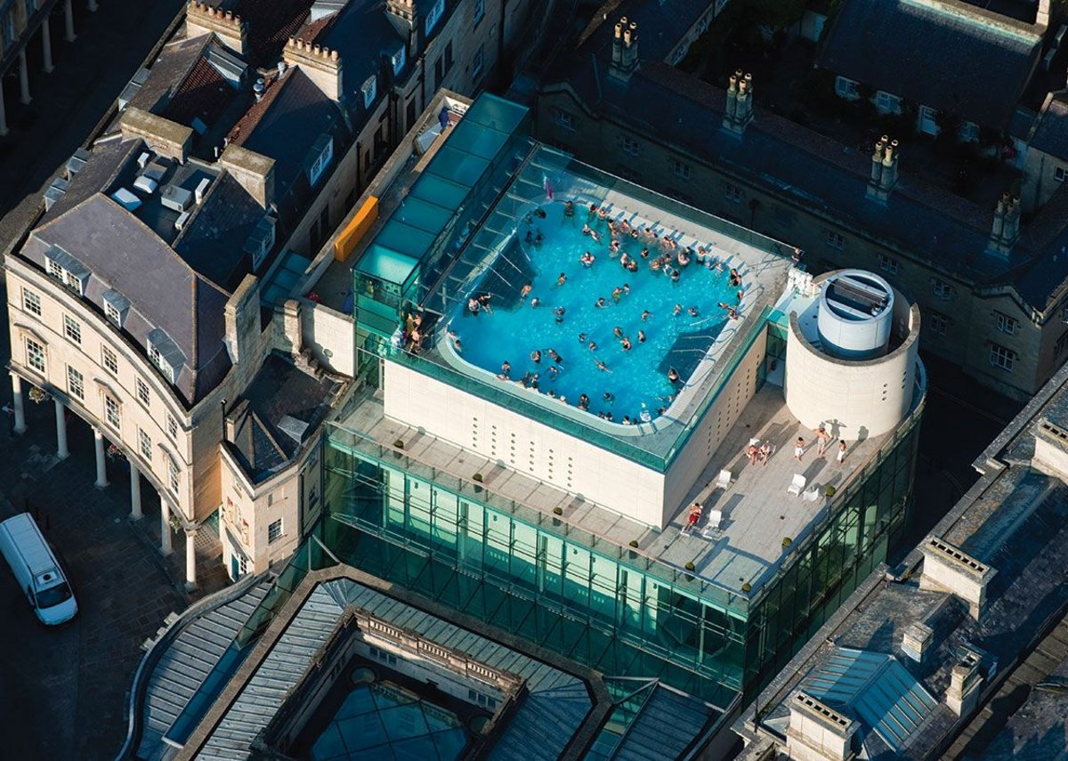 The rooftop pool of Thermae Bath Spa from above. Thermae Bath Spa, Bath by Grimshaw Architects.