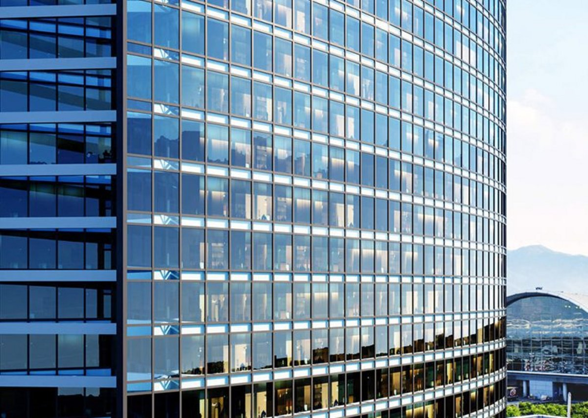 Reynaers curtain walling: Filling interiors with panoramic views and natural light.