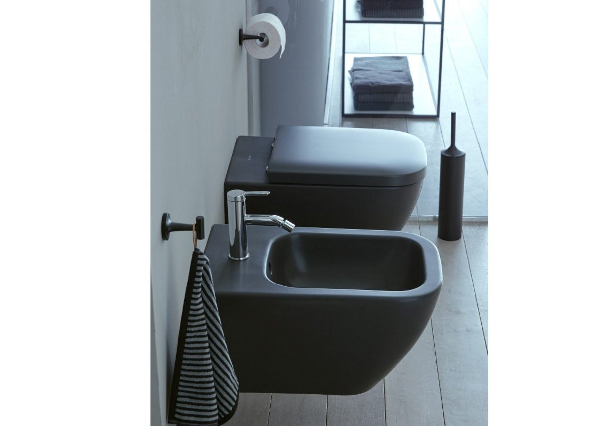 The new Happy D.2 Rimless wall-mounted toilet features Anthracite Matt on the outside and glossy on the inside. The bidet is Anthracite Matt both outside and inside. All Happy D.2 wall-mounted and floorstanding toilets and bidets are also available in white.
