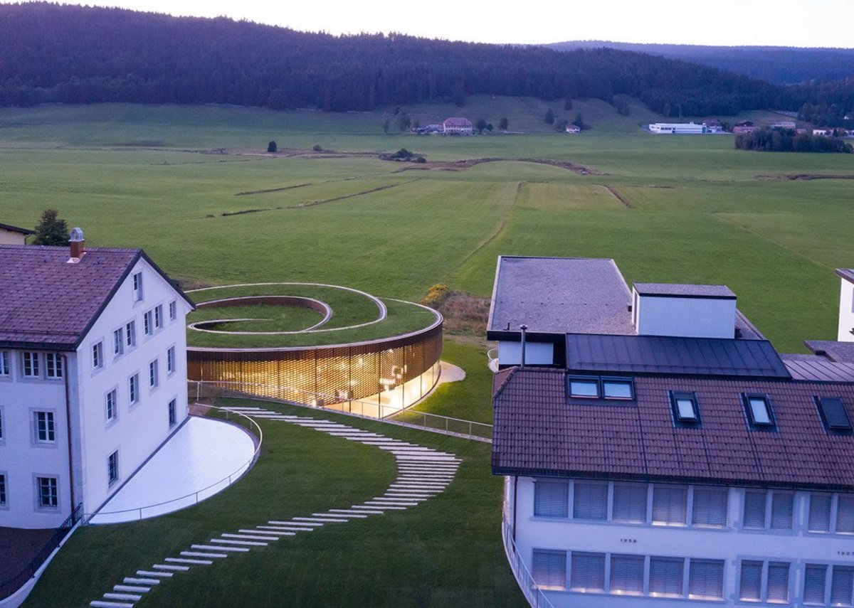 The museum's green roof nestles the building in its bucolic landscape.
