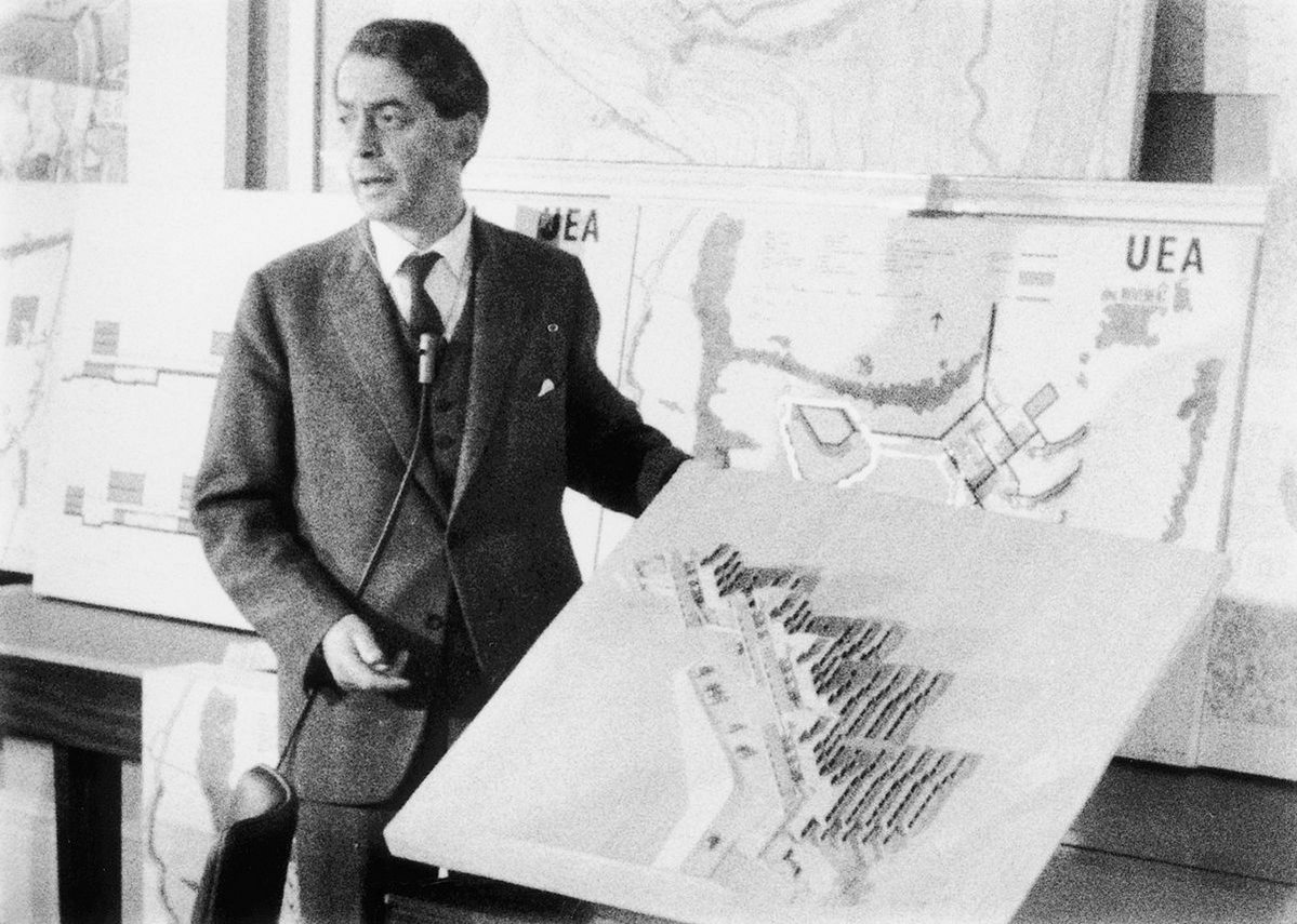 Denys Lasdun explaining his plans for the University of East Anglia.