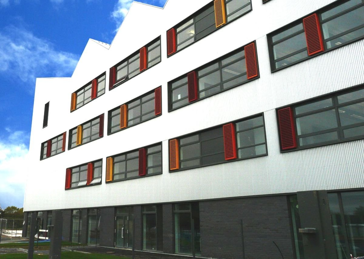 Cadisch MDA Welltec wave-form cladding at the Kingswood Academy, Hull. AHMM Architects.