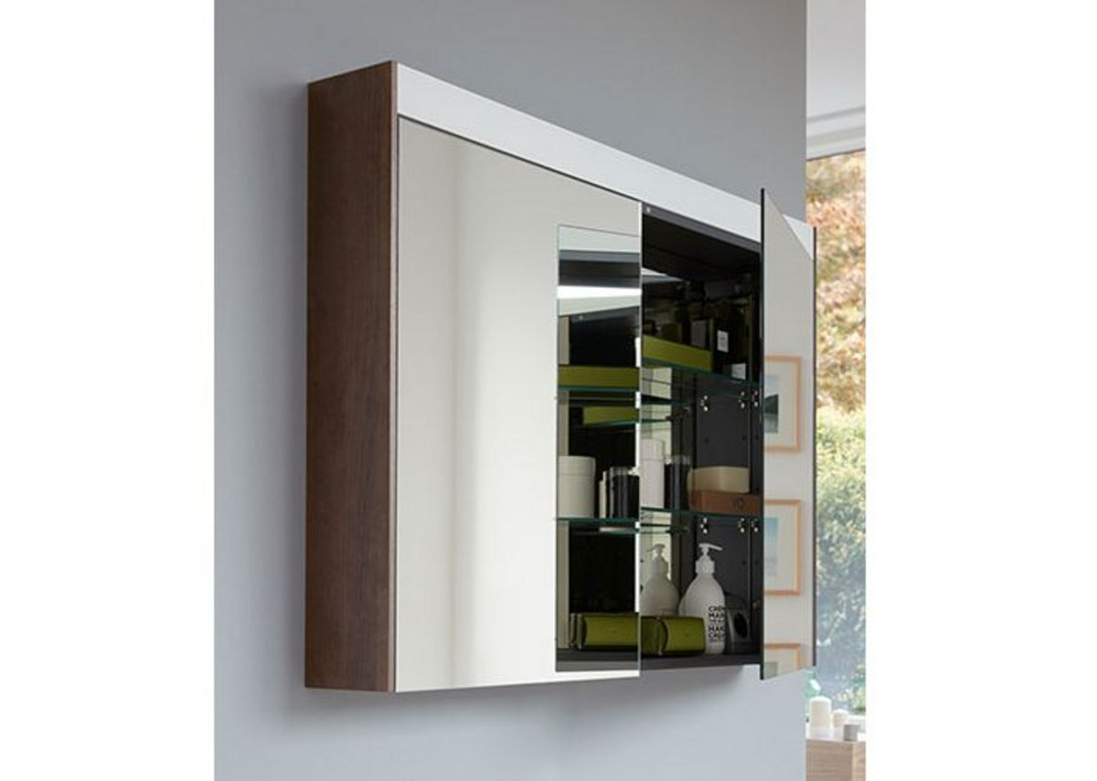 With a luminosity of at least 300 lux, Duravit's Brioso mirror cabinet with LED light band guarantees the user a perfect and uniform illumination. Cabinet sides match furniture finishes, here in Chestnut Dark.