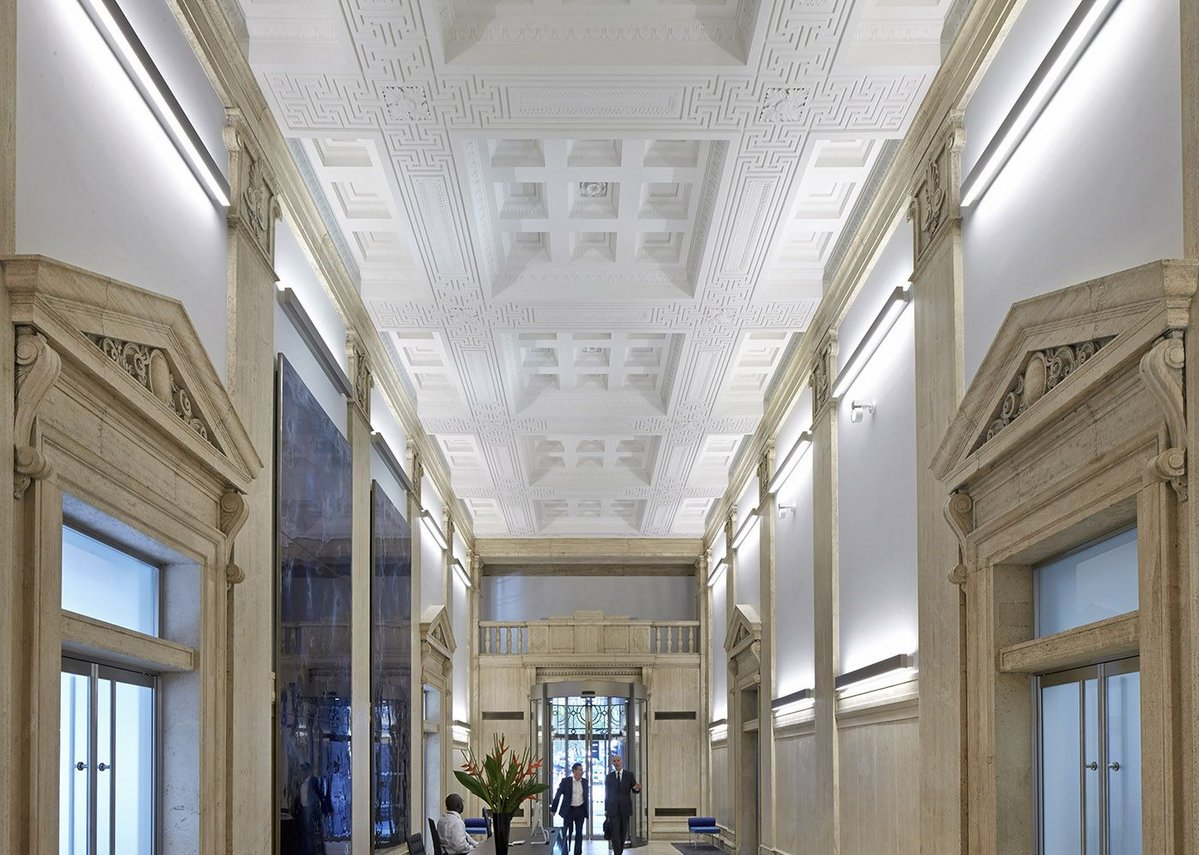 Bush House lobby looking back towards Kingsway portico.
