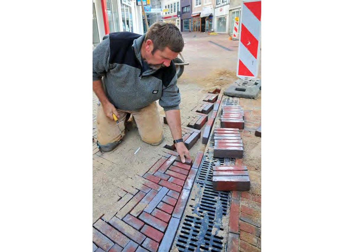 Laying bricks in traditional herringbone pattern alongside sturgeon drainage to honour the cultural heritage of Itzehoe and its twinned town Cirencester